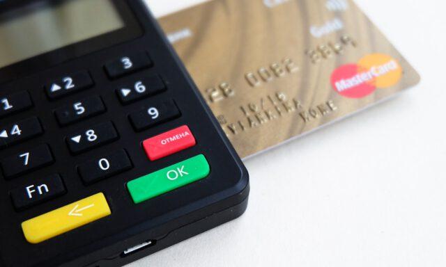 Jak zarabiać na kartach kredytowych?